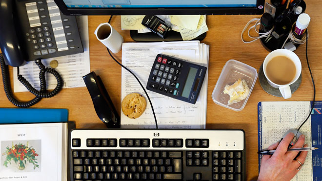 The truth about your unhygienic work desk