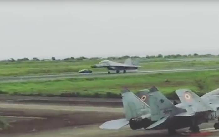 Kampf der Maschinen: Lamborghini Huracan nimmt es mit MiG-29 auf