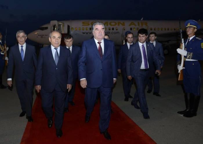 Le président tadjik arrive en Azerbaïdjan pour une visite officielle