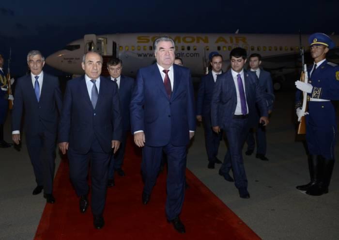 Tadschikistans Präsident Emomali Rahmon zu Staatsbesuch in Aserbaidschan eingetroffen