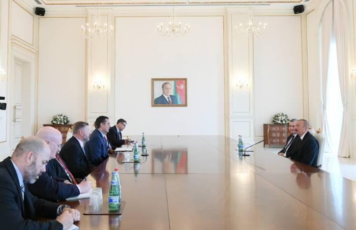 Präsident Aliyev empfängt US-Delegation