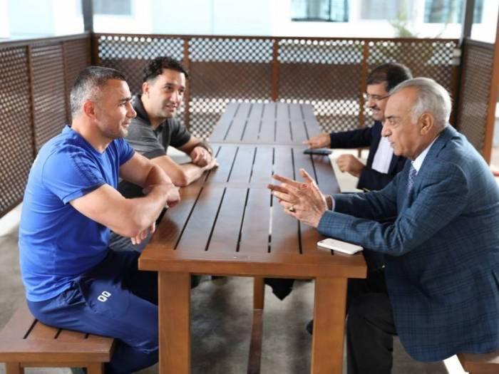 """""""Qarabağ""""ın prezidenti futbolçularla görüşdü - FOTO"""