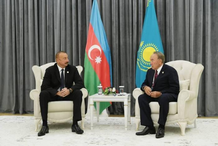 İlham Əliyev Nazarbayevlə görüşüb - FOTO