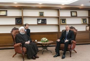 الرئيس إلهام علييف يجتمع بنظيره الإيراني روحاني في أكطاو