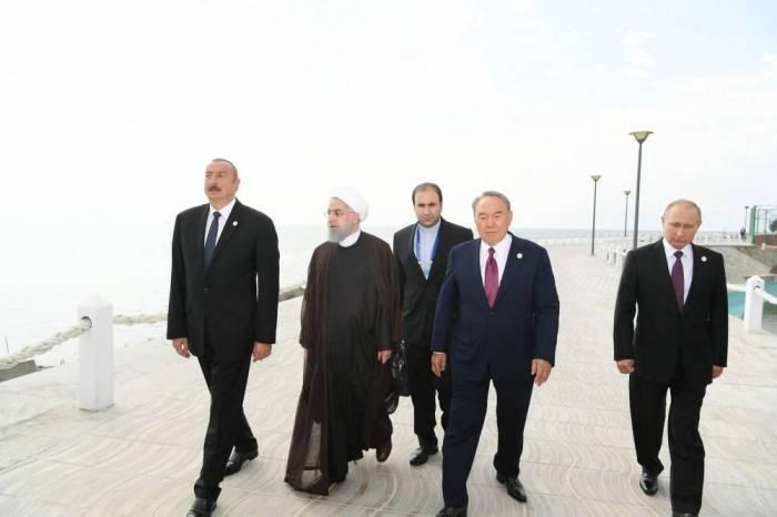 Aktaou:les présidentsse sont promenés au bord de la mer Caspienne