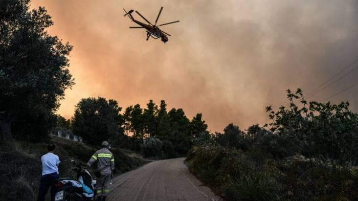 Feuer wütet auf Insel Euböa nahe Athen
