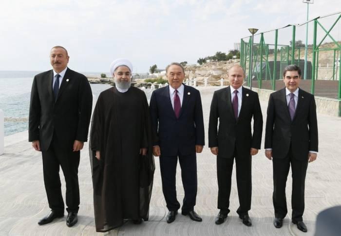 Zeremonie zur Aussetzung junger Störe in das Kaspische Meer