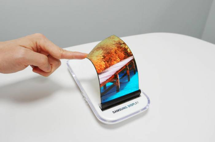 Samsung still wants to be the first to launch foldable phone
