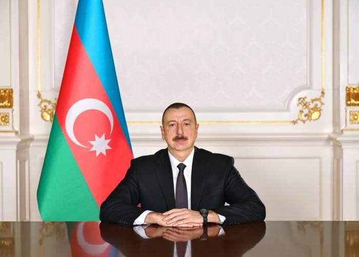 Staatspräsident Ilham Aliyev stellt für Autostraßenbau 4,7 Millionen Manat bereit