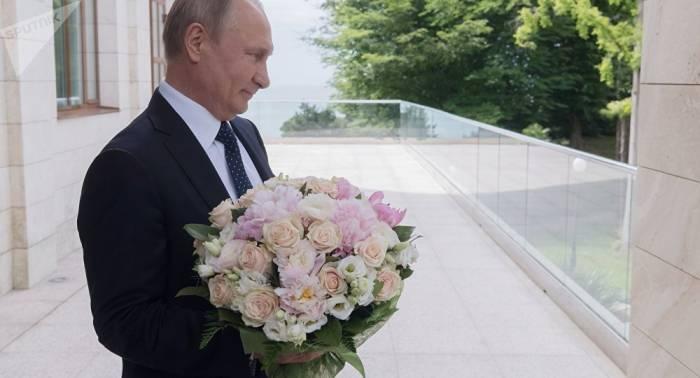 Geschenk für Karin Kneissl: Kreml legt Details von Hochzeitseinladung für Putin offen