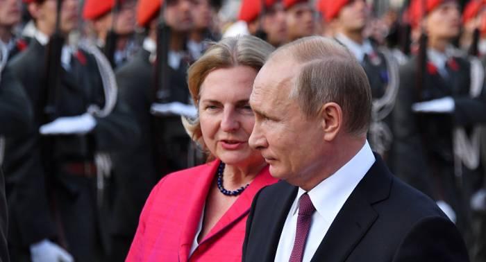Putin bei Kneissls Hochzeit: Ukrainischer Außenminister lächelt traurig