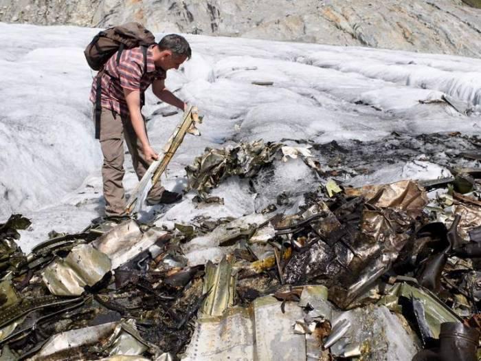 Heatwave reveals Second World War plane hidden in glacier for 72 years