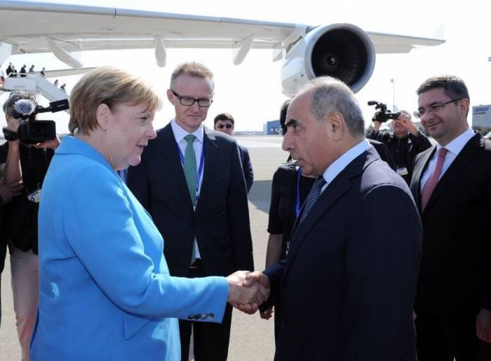 Merkelin Azərbaycana səfəri başa çatıb
