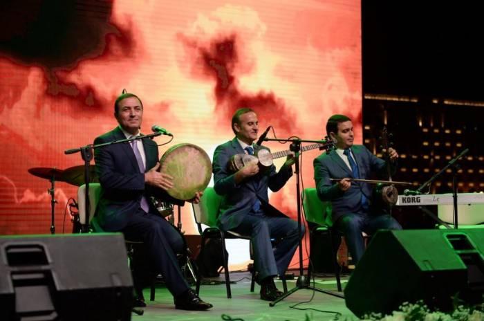 Heydər Əliyev Mərkəzinin parkında konsert olub