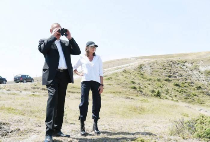 İlham Əliyev və birinci xanım Şamaxı Safari Parkında - FOTO