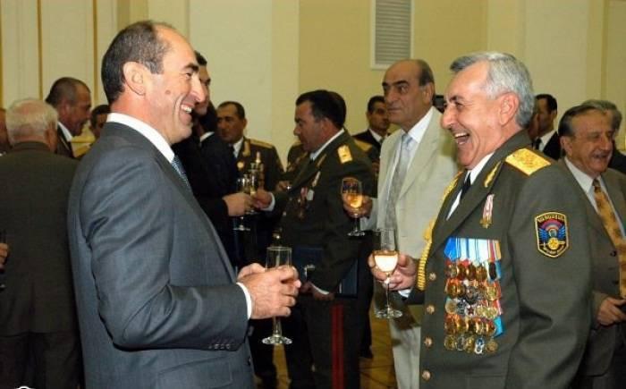 Moskva erməni generalı İrəvana vermir