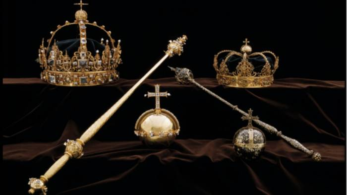 Priceless royal crowns stolen in Sweden, thieves get away on motorboat
