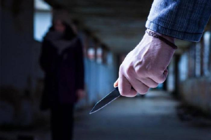 Kişi evdən küsüb gedən arvadını öldürdü - VİDEO