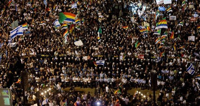 Tens of thousands protest Israel