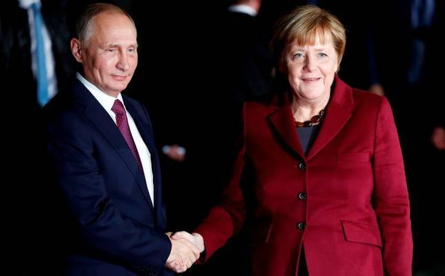 Putin, Merkel to meet in Berlin over Ukraine conflict
