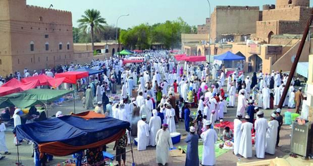 هبطات العيد في مطرح والمصنعة والمضيرب تشهد إقبالا كبيرا وسط ارتفاع الطلب على الملابس والحلويات والكماليات