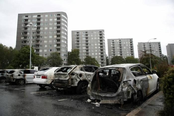 Suède: quelque 80 voitures brûlées à Göteborg, deux personnes arrêtées