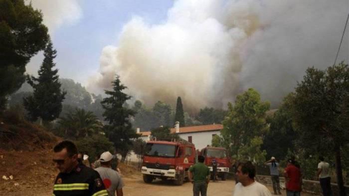 Un important incendie ravage une île grecque