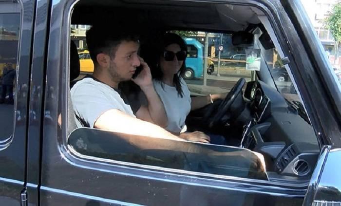 Sibel Can oğlu ilə birlikdə qəzaya düşdü - FOTO