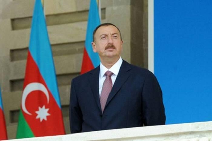 İlham Əliyev sinqapurlu həmkarını təbrik edib