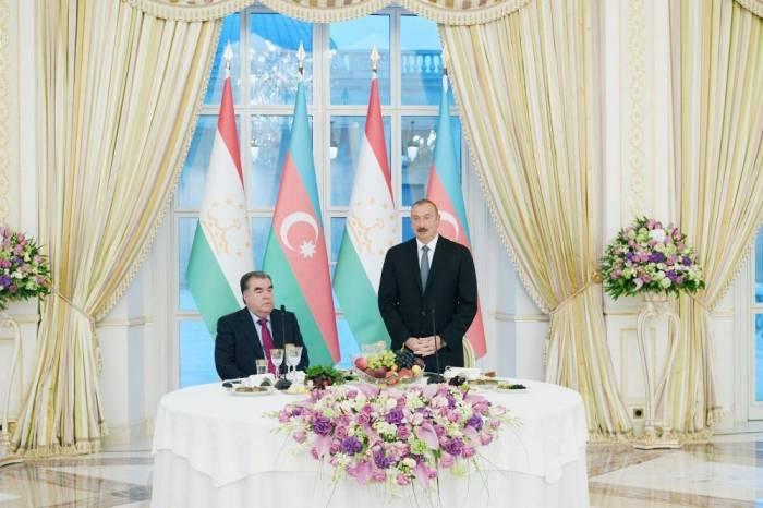 Azerbaijani president hosts official reception in honor of Tajik counterpart