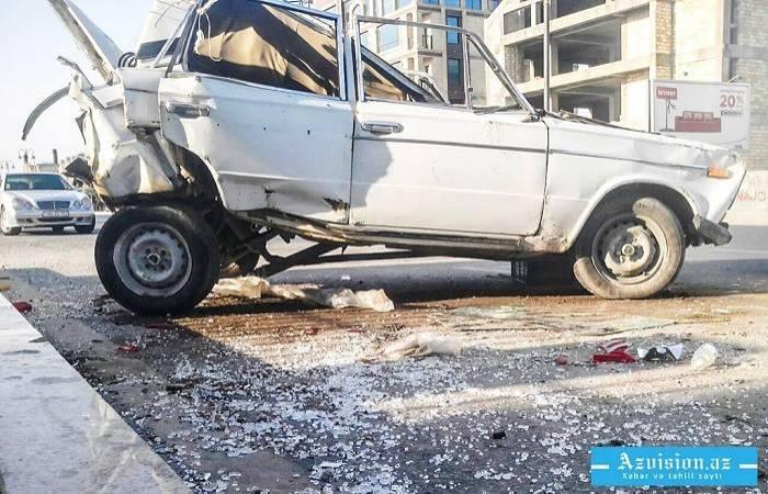 Səkidə dayanan avtomobili vurdu, sürücü öldü