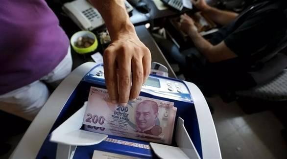 الليرة التركية تواصل الانخفاض.. وأردوغان يدعو لعدم الذعر