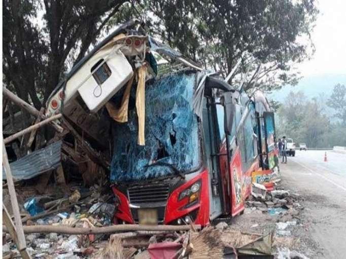 ارتفاع حصيلة ضحايا حادث تحطم حافلة في شمال شرق تايلاند إلى 18 قتيلا