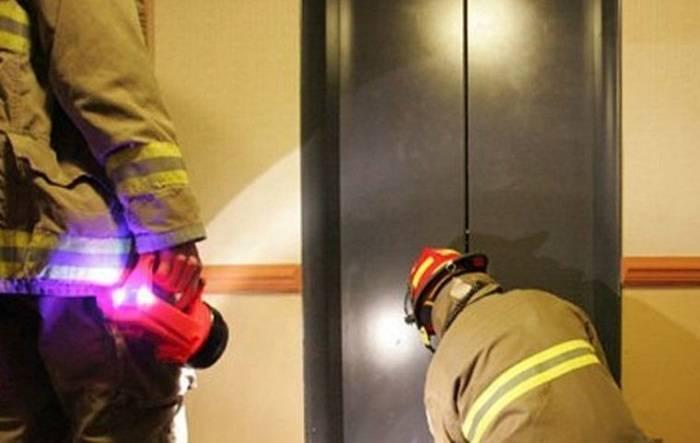 Liftdə qalan 3 azyaşlı xilas edildi