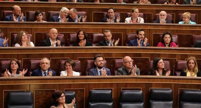 El Parlamento español aprueba el decreto para la exhumación de Franco