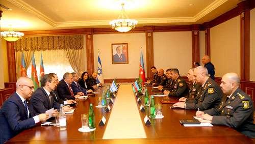 Los ministros de defensa de Azerbaiyán e Israel mantuvieron una reunión