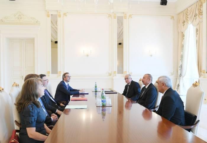 Präsident Ilham Aliyev empfängt TOTAL-Generaldirektor