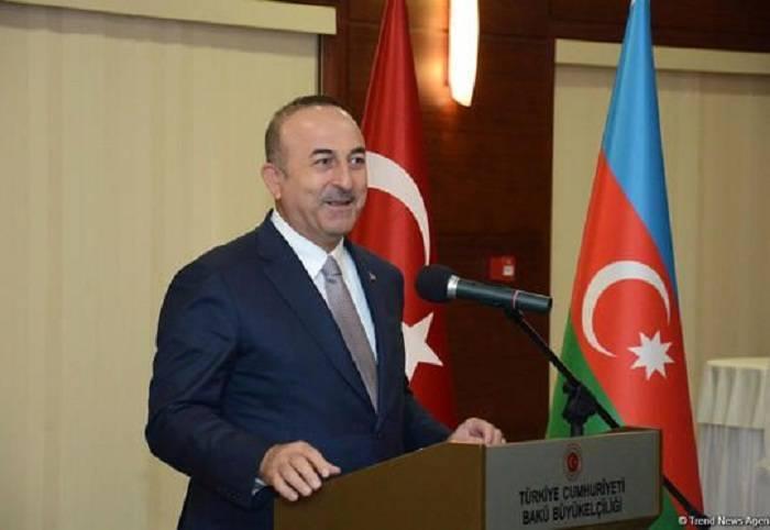 Çavuşoğlu felicitó al pueblo de Azerbaiyán