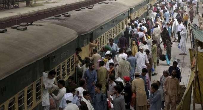 Al menos 20 heridos al descarrillar un tren en Pakistán
