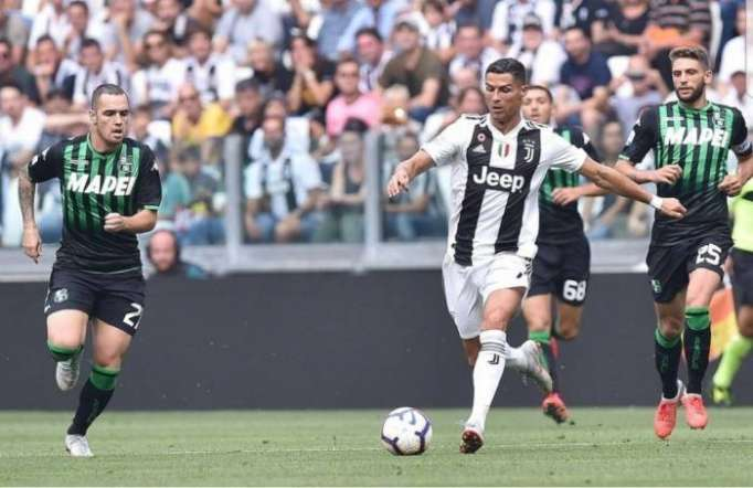 """Ronaldo """"Yuventus""""da ilk qollarını vurdu - VİDEO"""