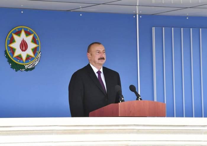 Ilham Aliyev participa enla ceremonia de toma de juramento de los soldados