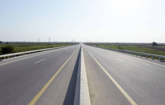 Biləsuvar avtomobil yolu yenidən qurulur
