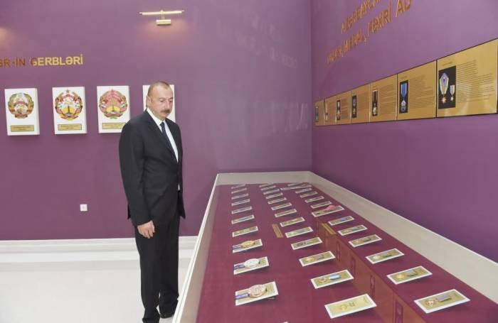El presidente participó en la inauguración del Museo de la Bandera en Bilasuvar