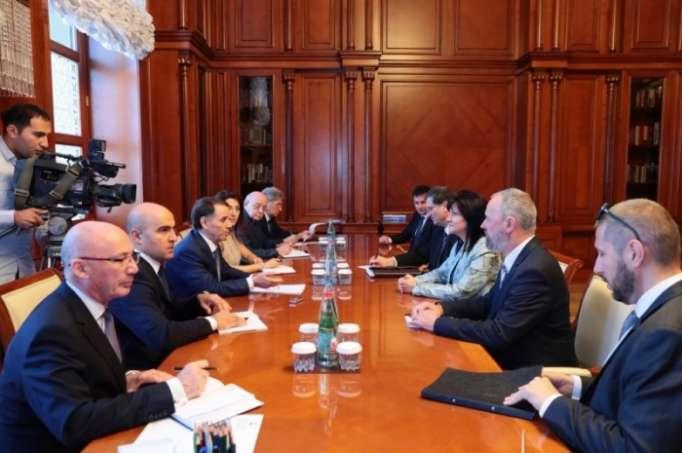Azerbaiyán y Bulgaria tratan relaciones bilaterales