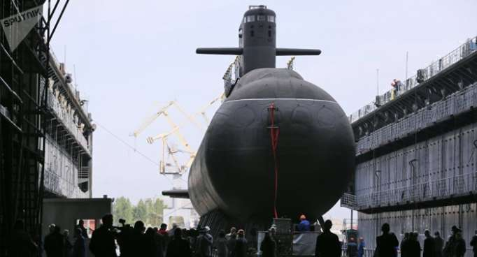 St. Petersburg: Neues U-Boot mit Hochpräzisionswaffen vom Stapel gelassen - FOTO