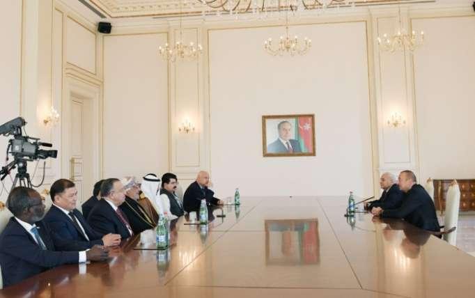 Präsident Ilham Aliyev empfängt Parlamentssprecher einer Reihe von Ländern