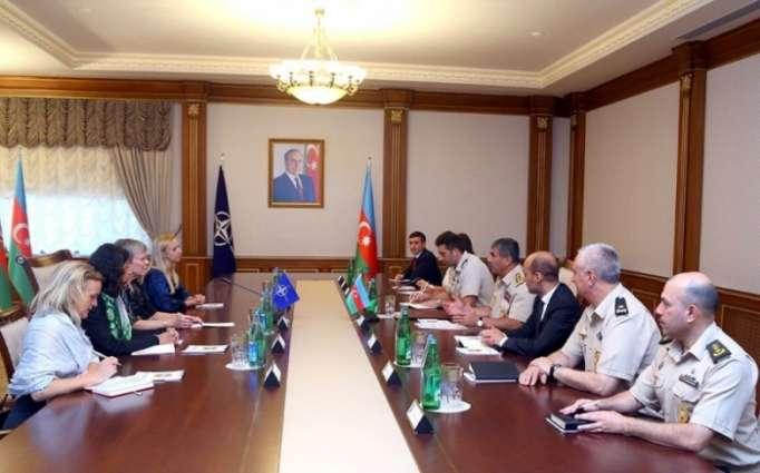 Zakir Hasanov se reunió con la Secretaria General Adjunta de la OTAN