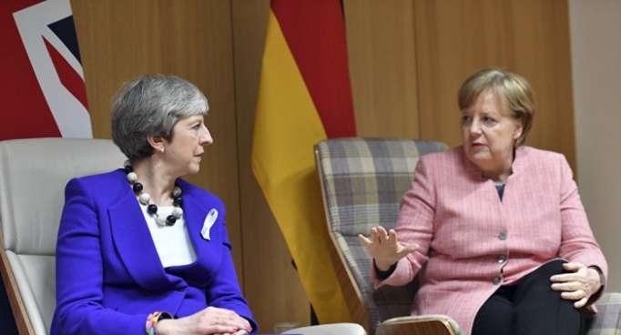 Merkel soll May in Salzburg brüskiert haben