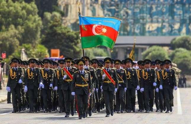 The London Post veröffentlicht einen Artikel über das 100-jährige Jubiläum der Befreiung Bakus