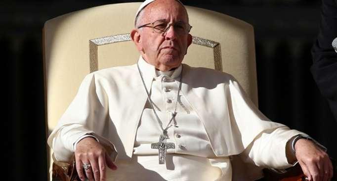 El papa Francisco acepta renuncia de obispos chilenos Pellegrín y Contreras